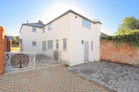 Cannon Street, Lymington, Hampshire. 3 bedroom detached house for sale