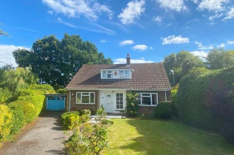 Daniells Close, Lymington, Hampshire. 3 bedroom chalet for sale