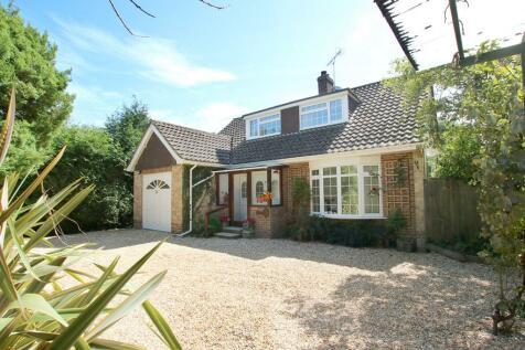 Belmore Road, Lymington, Hampshire. 3 bedroom detached house for sale