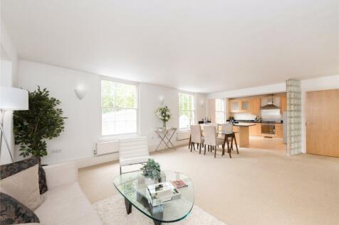 Highbury Place, London, N5. 2 bedroom flat for sale