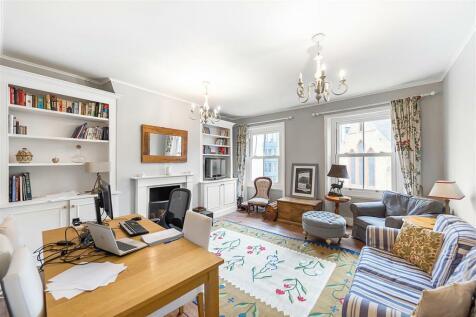 Battersea Park Road, SW8. 2 bedroom flat
