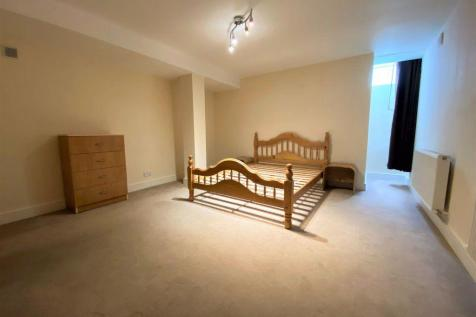 Southfield Road, Chiswick, W4. 2 bedroom apartment