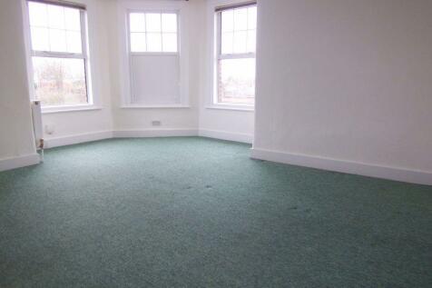 Kingston Road, Raynes Park. Studio flat