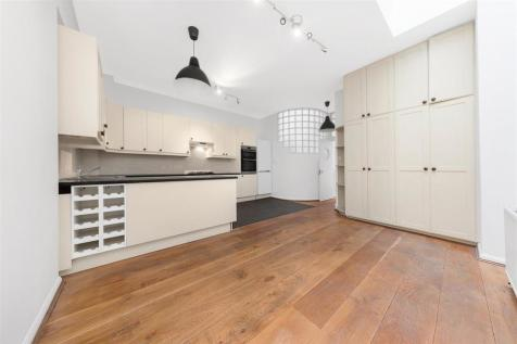 Courtfield Mews, SW5. 2 bedroom mews house
