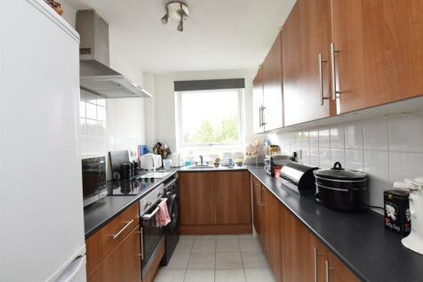 Paul Court, London Road, ROMFORD, Essex, RM7. 2 bedroom apartment