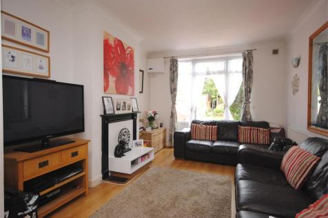 Byards Croft, LONDON, SW16. 2 bedroom maisonette