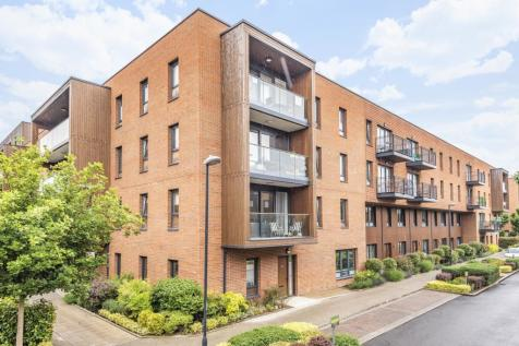 Dowding Drive London SE9. 3 bedroom flat
