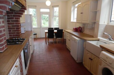 Spencer Bridge Road, Northampton. 5 bedroom terraced house