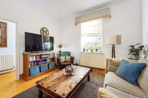 Hartfield Crescent. 2 bedroom detached house