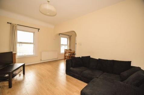 Spacious two bed flat, Colliers Wood. 2 bedroom flat
