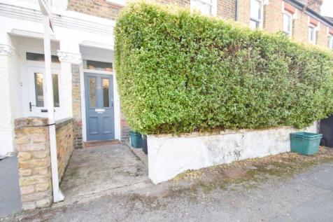 Goodenough Road, SW19. 1 bedroom flat