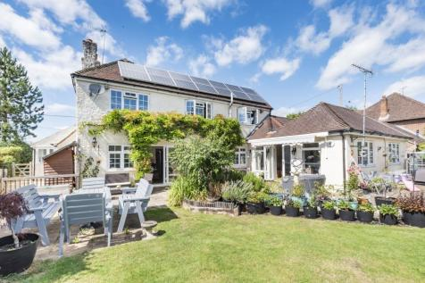 Horsham Road, Five Oaks, Billingshurst, RH14. 6 bedroom detached house