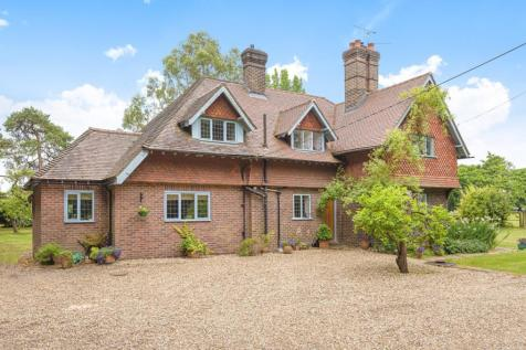 Bashurst Hill, Itchingfield, Horsham, RH13. 4 bedroom detached house
