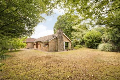 The Ride, Ifold, Ifold, RH14. 3 bedroom detached bungalow