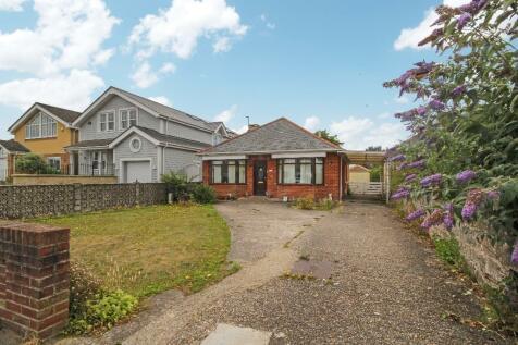 Lulworth Avenue, Poole, Dorset, BH15. 3 bedroom detached bungalow