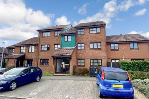 Taverner Close, BAITER PARK, Poole, Dorset, BH15. 2 bedroom ground floor flat