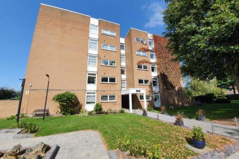 The Bowls, Chigwell, Essex, IG7. 3 bedroom apartment