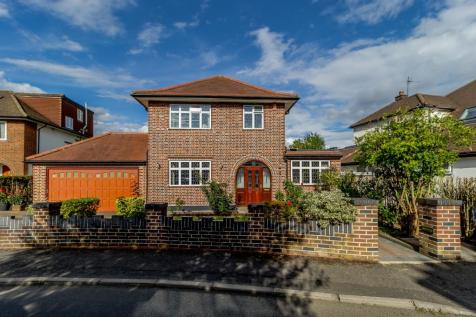 Frobisher Close, Pinner, Middlesex HA5. 4 bedroom detached house for sale