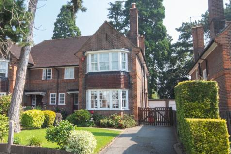 Woodhall Drive, Pinner, Middlesex HA5. 4 bedroom semi-detached house for sale