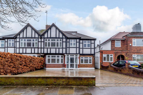 Sherington Avenue, Hatch End, Middlesex HA5. 4 bedroom semi-detached house