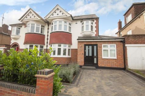 St Michaels Crescent, Pinner, Middlesex HA5. 5 bedroom semi-detached house