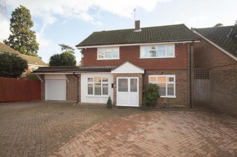 Wealdwood Gardens, Hatch End, Pinner. 3 bedroom detached house for sale