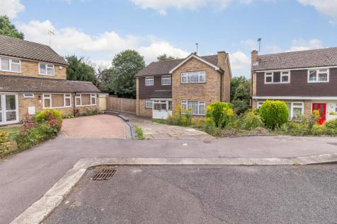 Birchmead Avenue, Pinner, Middlesex, HA5. 4 bedroom property for sale