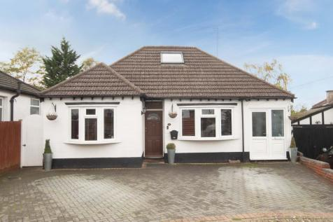 Athol Close, Pinner, Middlesex, HA5. 6 bedroom detached house for sale