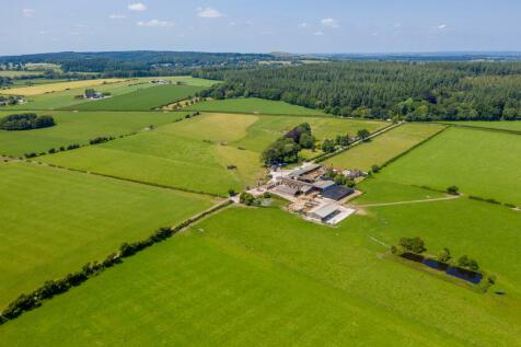 Farm: 3 houses, 155 acres. Nr Warminster, Wilts.. 4 bedroom farm house for sale