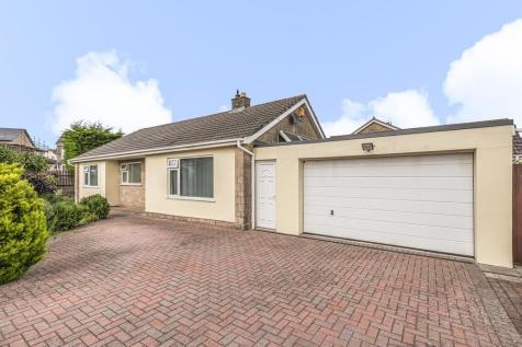 Beverley Close, Frome. 4 bedroom detached bungalow