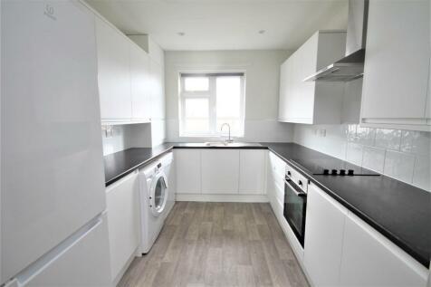 Greys Road, Henley on Thames, RG9. 4 bedroom flat