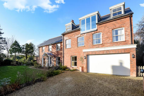 Grove Pastures, Lymington. 5 bedroom house