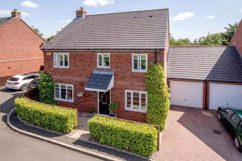 Ilminster Road, Taunton. 4 bedroom detached house