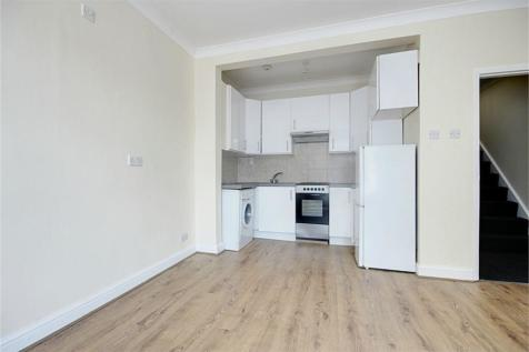 Clarence Road, Enfield, London, EN3. 3 bedroom flat