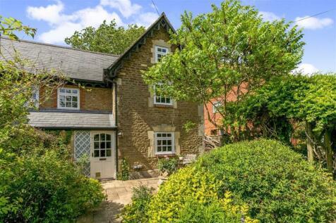 Craven Villas, Faringdon Road. 3 bedroom semi-detached house