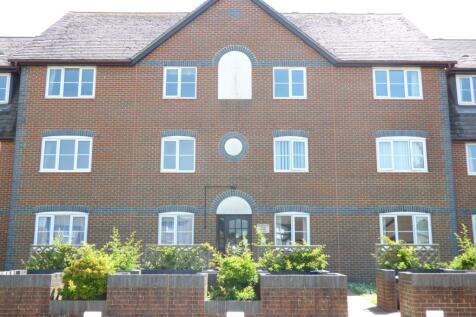 Hastings Road, Bexhill-on-Sea, TN40. 2 bedroom ground floor flat