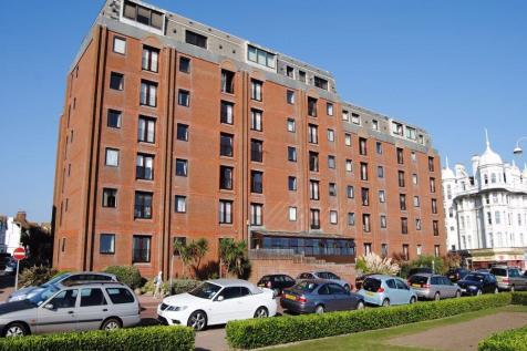 35-37 Marina, Bexhill-on-Sea, TN40. 1 bedroom apartment