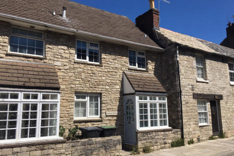 Just off Swanage town centre. 3 bedroom semi-detached house for sale