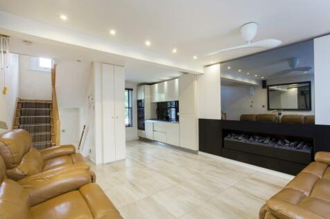 Newby Street, Battersea, SW8. 3 bedroom terraced house