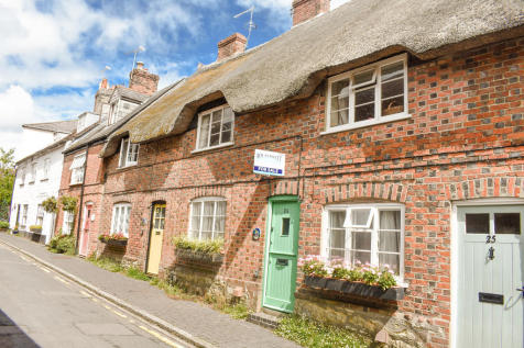 Church Street, Sturminster Newton. 2 bedroom cottage