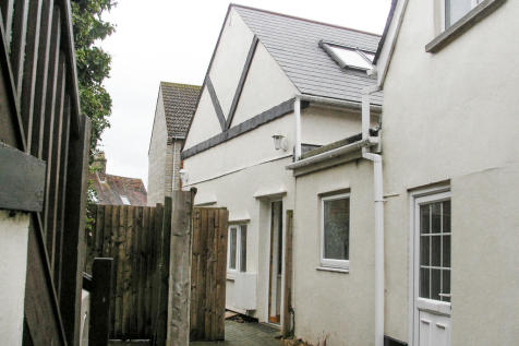 Red Rose Court, Sturminster Newton. 2 bedroom cottage