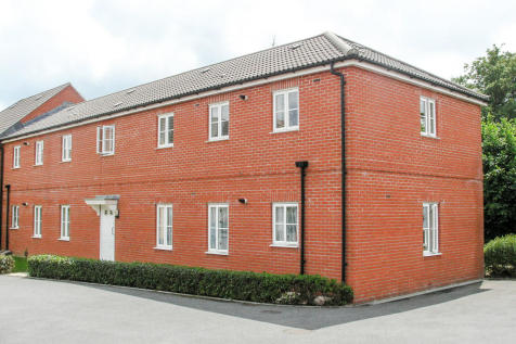 North Fields, Sturminster Newton. 2 bedroom ground floor flat