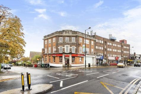 Northwood, Greater London, HA6. 3 bedroom apartment