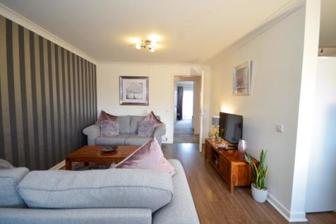 Somerset Gardens, Ayr, South Ayrshire, KA8. 2 bedroom flat