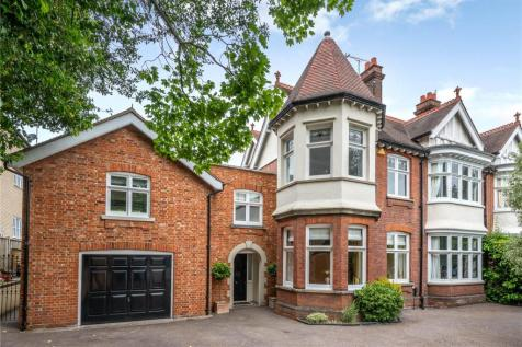 New London Road, Chelmsford, Essex, CM2. 6 bedroom semi-detached house