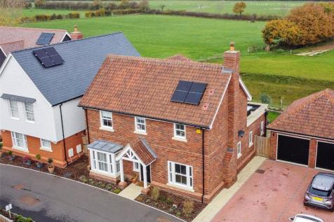 Maple Close, Writtle, Chelmsford, CM1. 4 bedroom detached house for sale