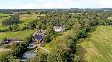 Haygarth House, Babworth, Retford, Nottinghamshire, DN22. 14 bedroom equestrian facility for sale