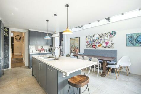 Ridgmount Road, Wandsworth, London, SW18. 5 bedroom terraced house