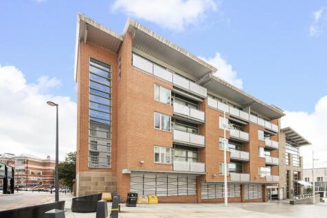 Broderick Court, Portland Crescent, Leeds, LS1 3HJ. 2 bedroom flat