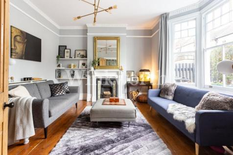 Cavendish Road, London, N4. 4 bedroom end of terrace house for sale